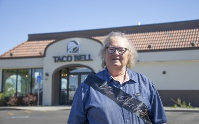 #WyoStrong: One of the first Riverton Taco Bell employees retires after 27 years